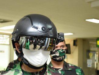 Antisipasi-Covid-19,-TNI-Pakai-Helm-Pendeteksi-Suhu-Tubuh