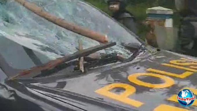 6-Polisi-Luka-luka-Saat-Amankan-Demo-di-Madina
