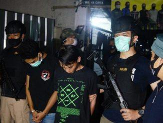 Dua-Orang-Pemuda-yang-Kelola-Pabrik-Tembakau-Gorilla-di-Bandung