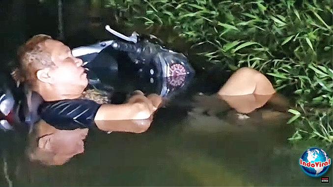 Pria Ajaib Terlelap Tidur Meski Tubuh Terendam Banjir di Penjaringan