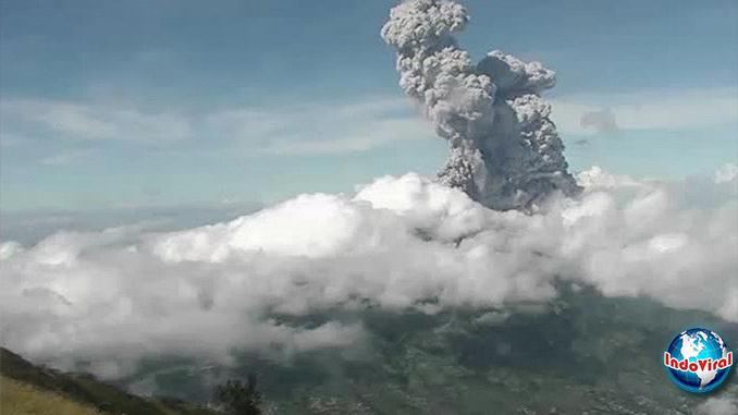 Video Erupsi Gunung Merapi, Warga Rekam Letusan Abu