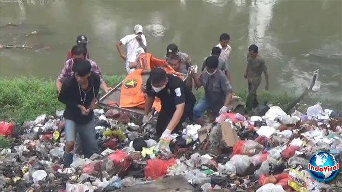 Warga Bekasi Heboh Temukan Mayat Pria di Tumpukan Sampah Kali Cikarang